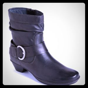 PIKOLINOS Brujas Leather Buckle Ankle Boots: Black